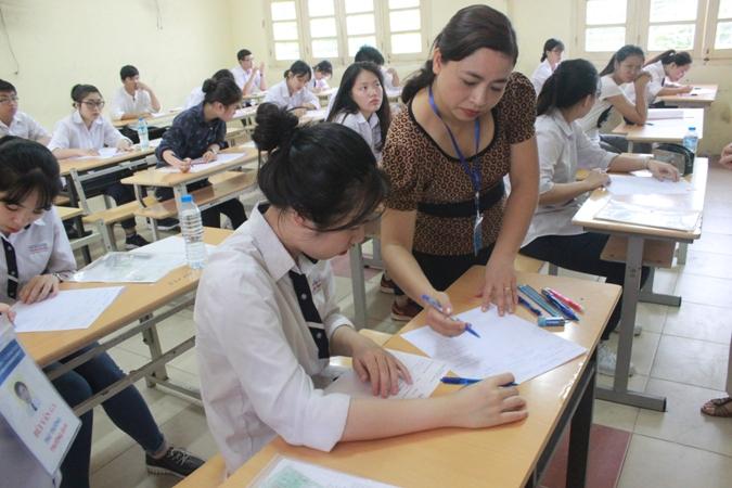 Thí sinh Hà Nội bắt đầu kỳ thi THPT Quốc gia năm 2017