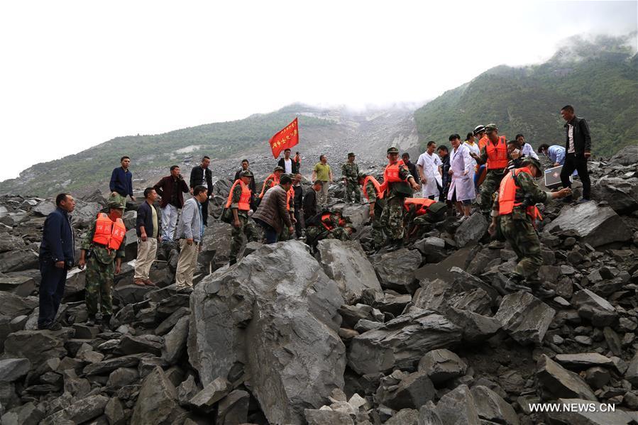 Trung Quốc: Lở đất kinh hoàng tại Tứ Xuyên khiến hơn 140 người mất tích