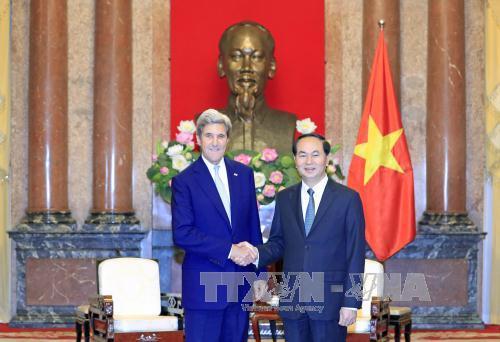 Chủ tịch nước Trần Đại Quang tiếp cựu Ngoại trưởng Hoa Kỳ John Kerry
