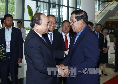 Thủ tướng Nguyễn Xuân Phúc làm việc với Thủ tướng Campuchia Hun Sen