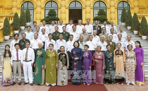 Phó Chủ tịch nước Đặng Thị Ngọc Thịnh tiếp Đoàn đại biểu người có công với cách mạng tỉnh Cà Mau