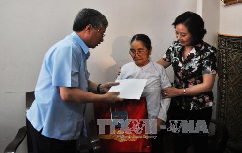 Chủ nhiệm Ủy ban Kiểm tra Trung ương Trần Quốc Vượng tiếp xúc cử tri tại Yên Bái