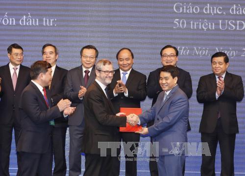Hà Nội trao quyết định chủ trương đầu tư cho 48 dự án với số vốn trên 74.000 tỷ đồng