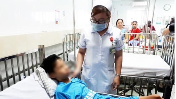Lấy thành công dị vật là kim khâu từ tim bệnh nhân 13 tuổi 