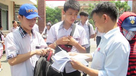 TP.Hồ Chí Minh: Hai giám thị bị kiểm điểm vì thí sinh mang đề thi ra ngoài