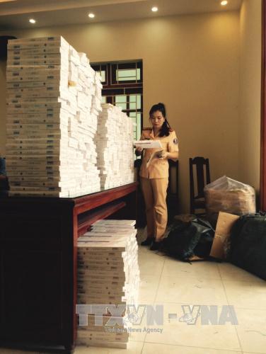 Thanh Hóa: Bắt giữ ô tô khách vận chuyển gần 6.000 bao thuốc lá lậu