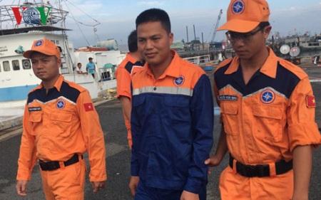 Bà Rịa-Vũng Tàu: Kịp thời cứu thuyền trưởng bị rơi xuống biển