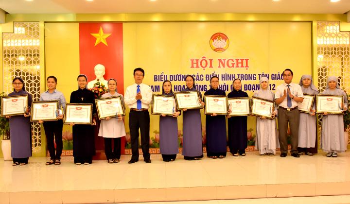 Thừa Thiên Huế: Tuyên dương 66 tập thể, cá nhân tiêu biểu trong tôn giáo tham gia hoạt động xã hội