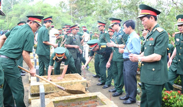 Thừa Thiên Huế: Tiếp tục tìm kiếm, cất bốc, quy tập mộ liệt sĩ
