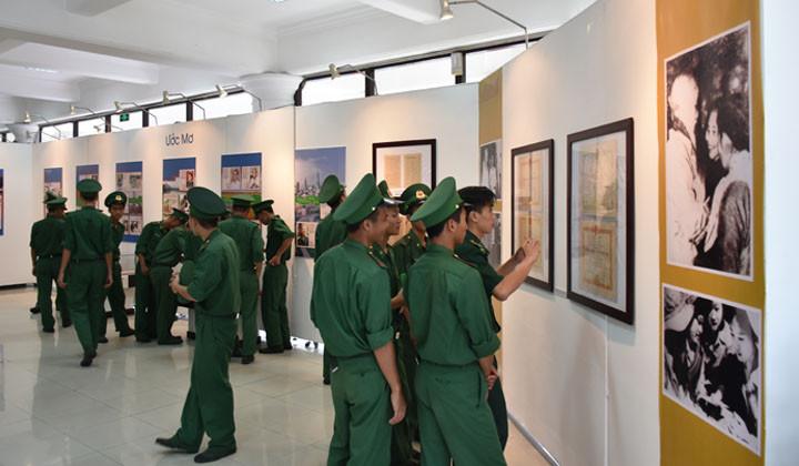 """Thừa Thiên Huế: Triển lãm """"Đi qua cuộc chiến"""""""