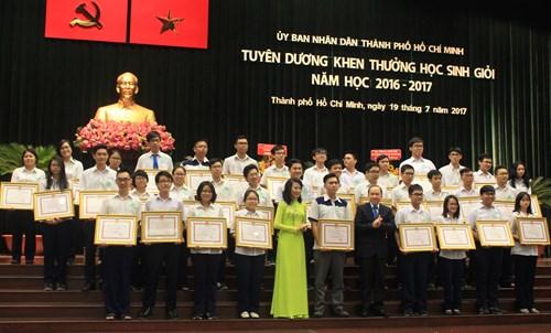 Thành phố Hồ Chí Minh tuyên dương 477 học sinh giỏi tiêu biểu