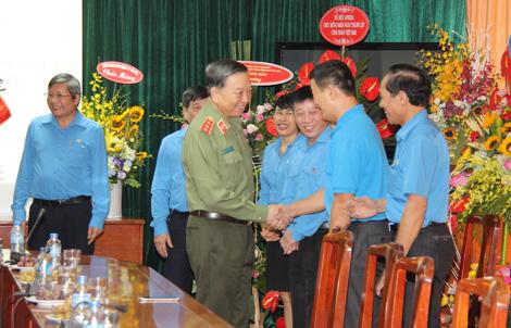 Bộ trưởng Bộ Công an chúc mừng Ngày thành lập Công đoàn Việt Nam