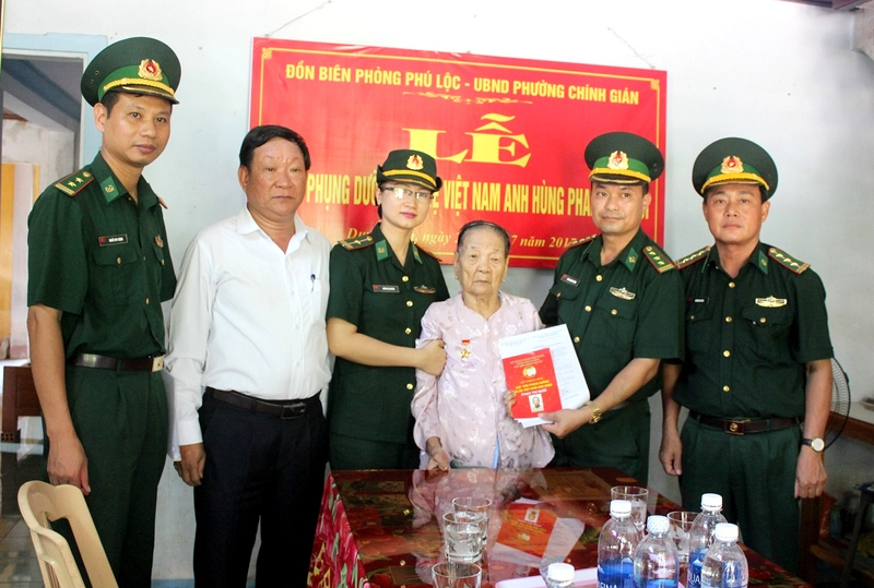 Đồn Biên phòng Phú Lộc (Đà Nẵng) nhận phụng dưỡng Mẹ Việt Nam Anh hùng Phan Thị Bưởi