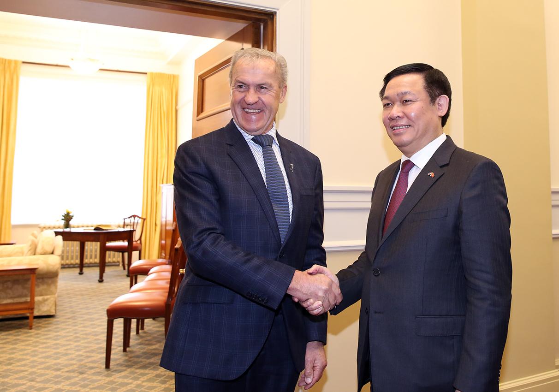 Phó Thủ tướng Vương Đình Huệ làm việc với các nhà lãnh đạo New Zealand