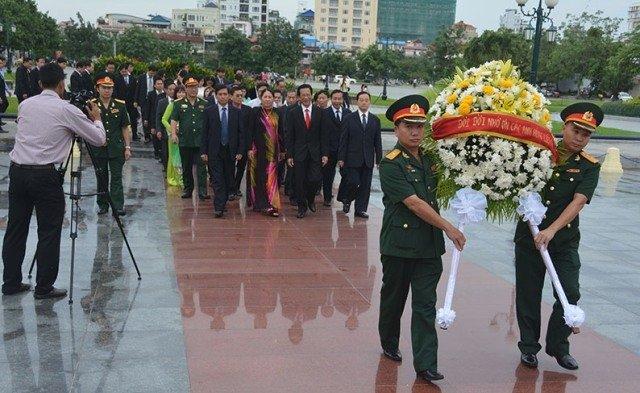 Tưởng niệm các liệt sĩ quân tình nguyện Việt Nam tại Campuchia