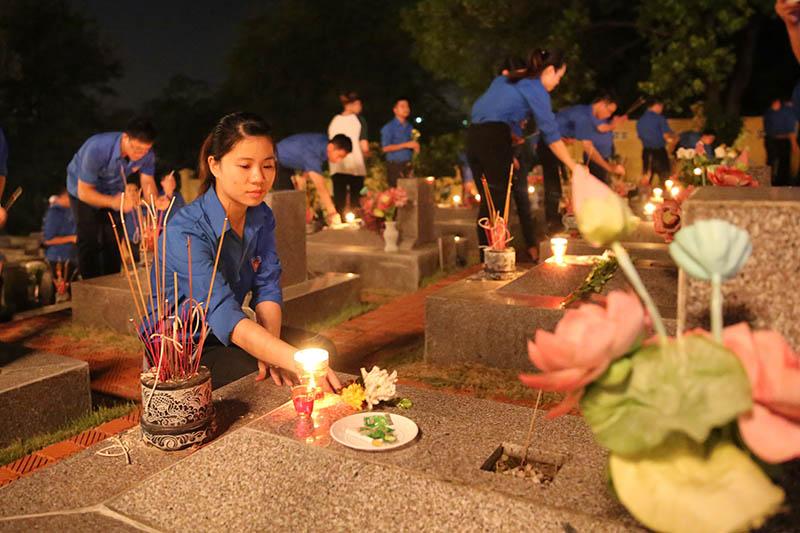 Quảng Ninh: Hơn 10.000 đoàn viên thanh niên thắp nến tri ân các anh hùng liệt sĩ