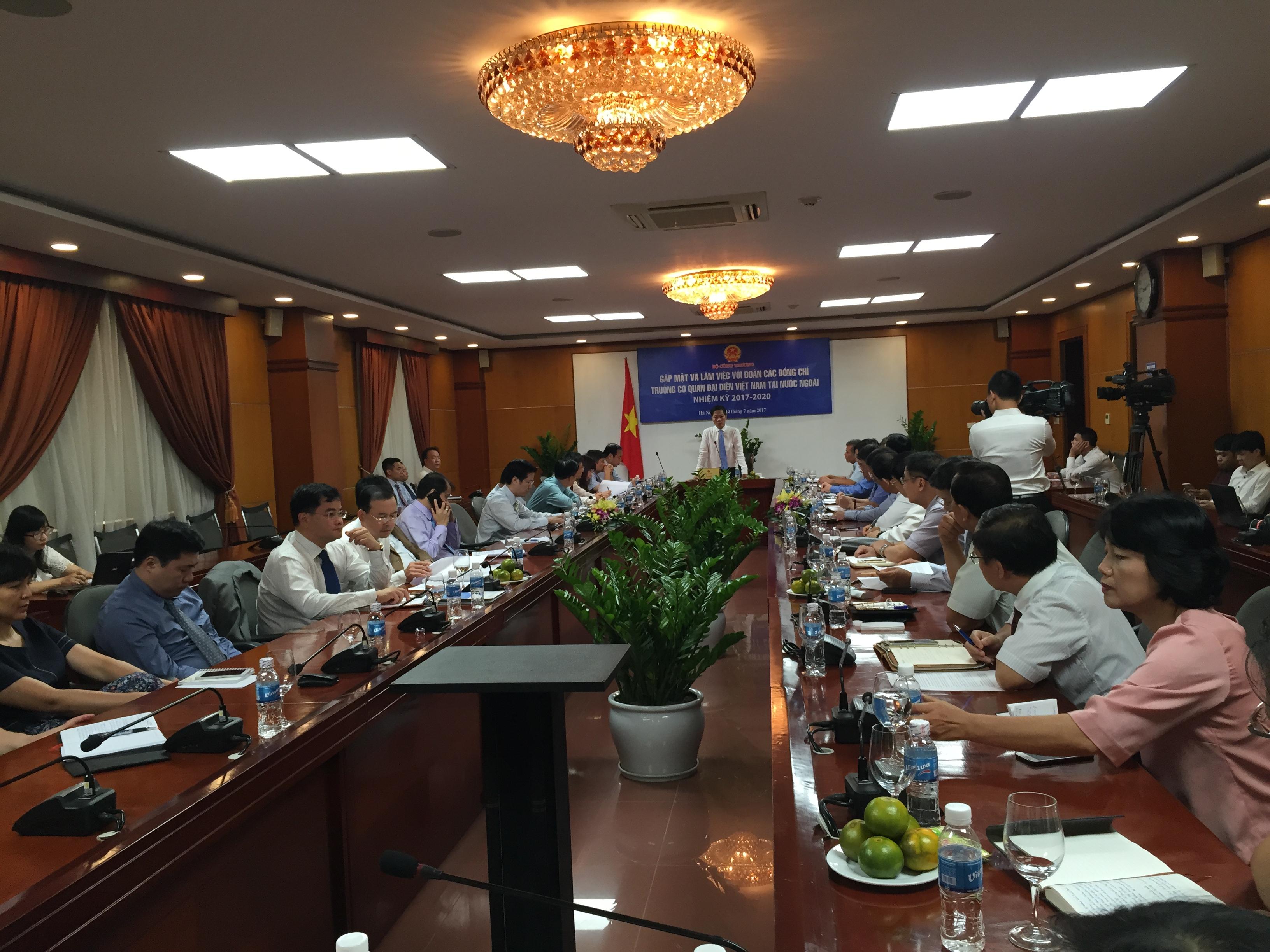 Cần các cơ quan ngoại giao Việt Nam tích cực hỗ trợ thúc đẩy thương mại