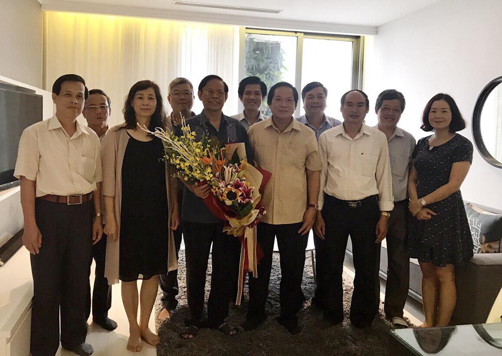 Bộ trưởng Bộ Thông tin và Truyền thông Trương Minh Tuấn thăm đồng chí Nguyễn Hồng Vinh