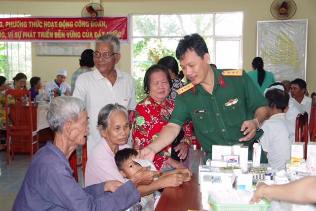Bệnh viện Quân dân y Sóc Trăng khám bệnh và cấp thuốc miễn phí cho người dân