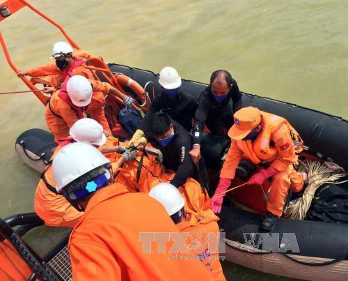 Thợ lặn tiếp cận tàu VTB 26, phát hiện thi thể một thuyền viên trong tàu
