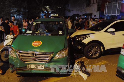 TP Hồ Chí Minh: Tai nạn  giao thông liên hoàn, nhiều người bị thương