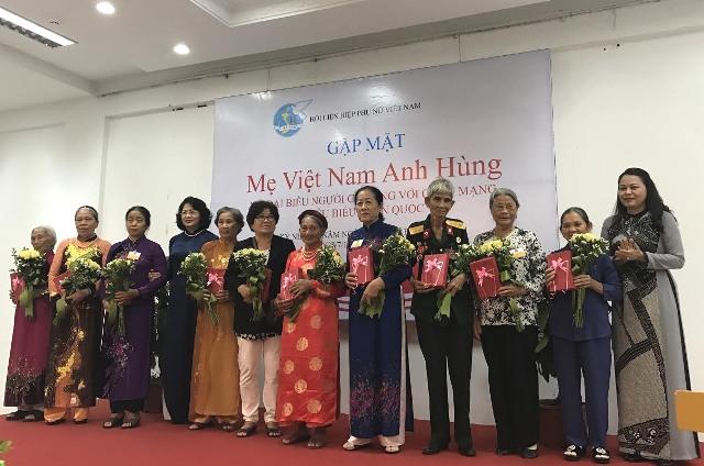 Phó Chủ tịch nước Đặng Thị Ngọc Thịnh gặp các mẹ Việt Nam Anh hùng và nữ đại biểu người có công với cách mạng