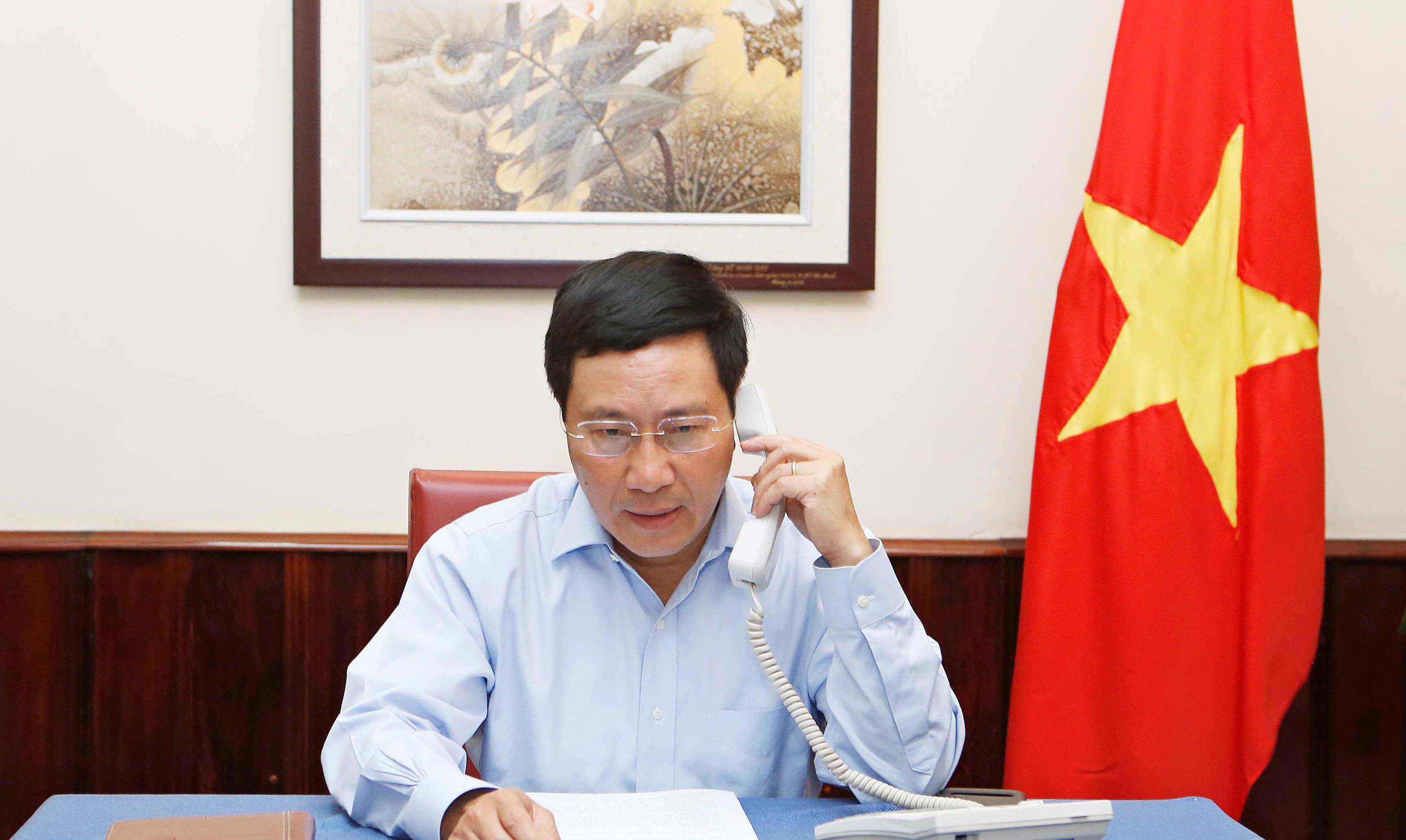 Phó Thủ tướng, Bộ trưởng Ngoại giao Phạm Bình Minh điện đàm với Ngoại trưởng Indonesia