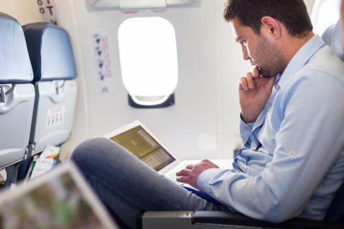 Quy định mới về tăng cường kiểm tra an ninh các chuyến bay tới Mỹ có hiệu lực