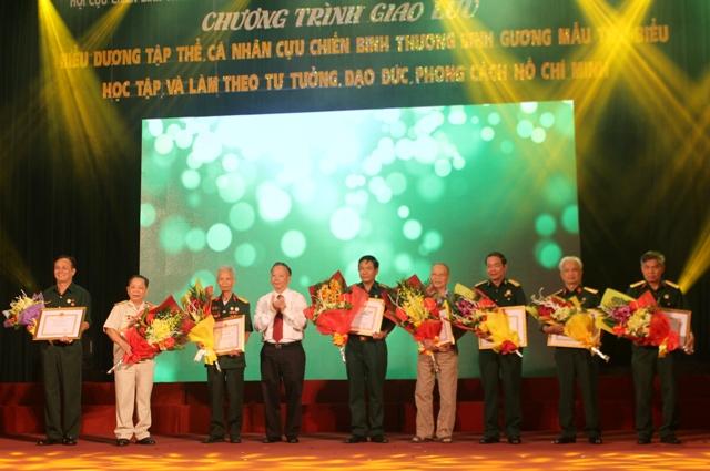 Hà Nội: Biểu dương cựu chiến binh gương mẫu tiêu biểu trong thực hiện Chỉ thị 05