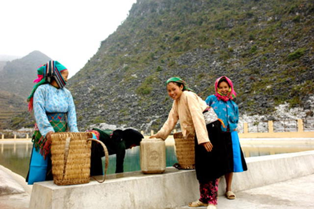 Phấn đấu đến năm 2020, có trên 95% dân số vùng Cao nguyên đá được sử dụng nước sinh hoạt hợp vệ sinh