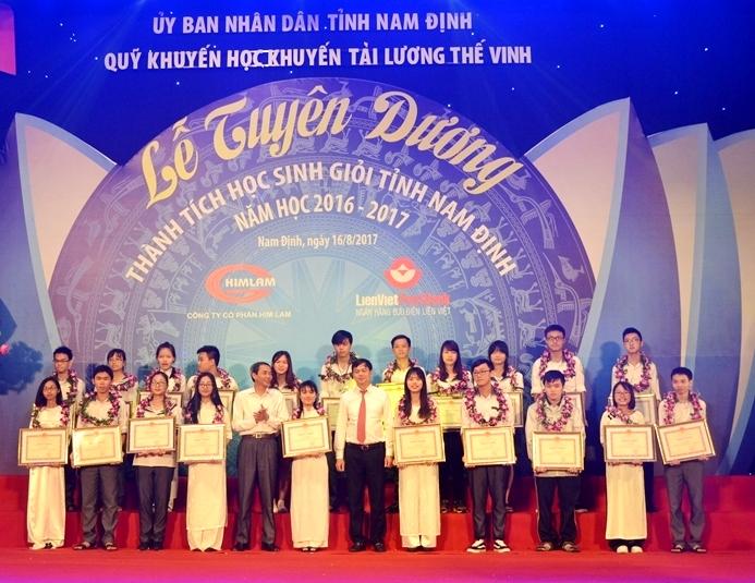 Nam Định vinh danh hàng nghìn học sinh giỏi năm học 2016 - 2017