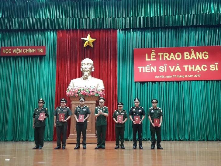 Học viện Chính trị - Bộ Quốc phòng trao bằng tiến sĩ, thạc sĩ cho học viên quốc tế  