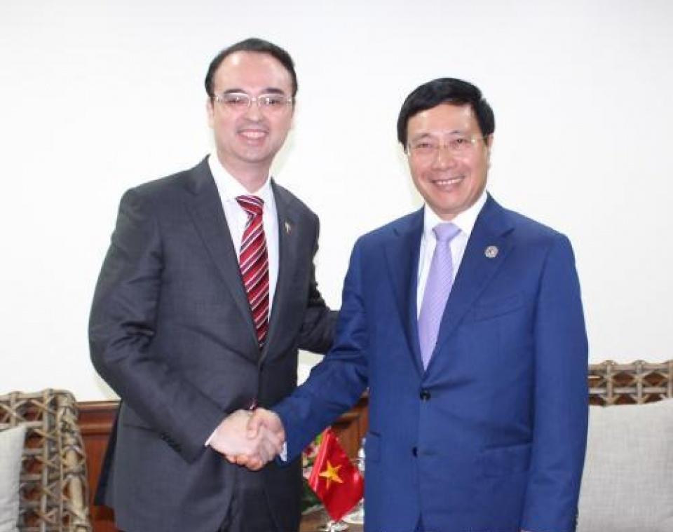 Phó Thủ tướng, Bộ trưởng Ngoại giao Phạm Bình Minh tiếp xúc song phương bên lề AMM-50