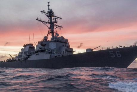 Tàu khu trục Mỹ USS John S.McCain va chạm với tàu thương mại ở phía Đông Singapore
