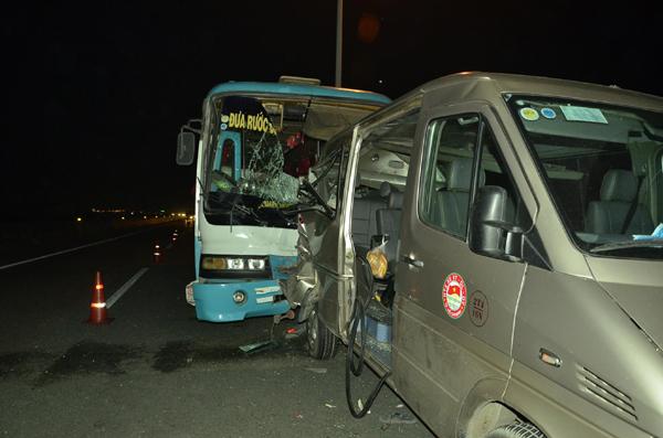 Khắc phục hậu quả vụ tai nạn giao thông trên tuyến cao tốc thành phố Hồ Chí Minh - Trung Lương