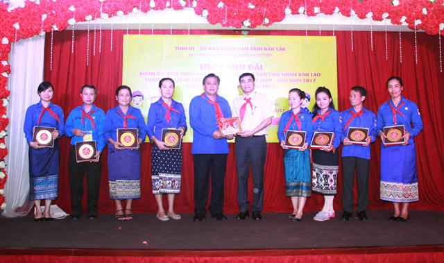 Đắk Lắk: Tiếp đoàn đại biểu thiếu nhi hai nước Việt - Lào dự trại hè hữu nghị