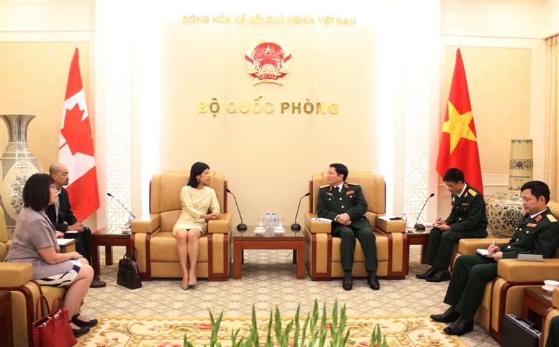 Đại tướng Ngô Xuân Lịch tiếp xã giao đại sứ Canada, Australia