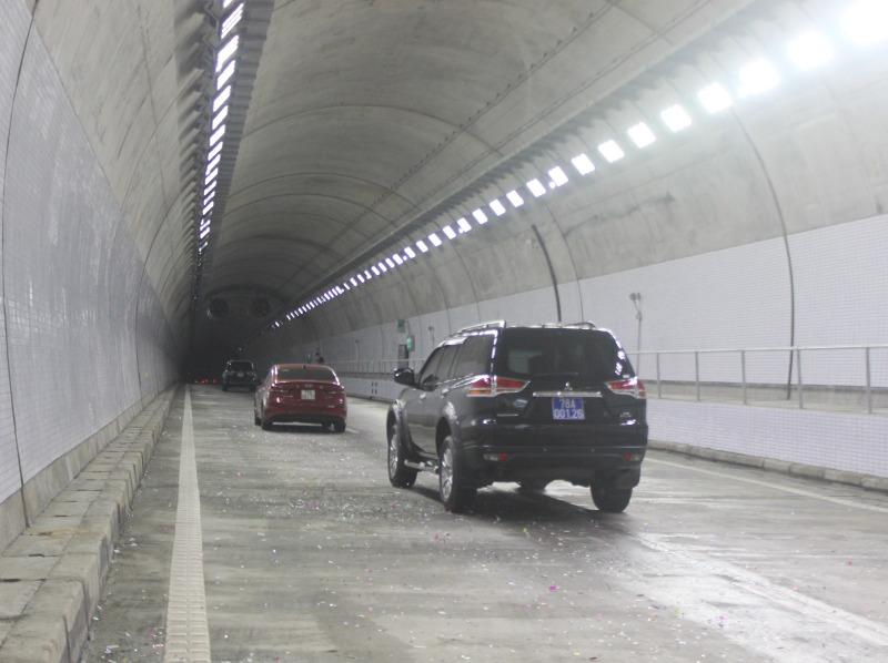 Chính thức thông xe toàn tuyến hầm đường bộ qua Đèo Cả
