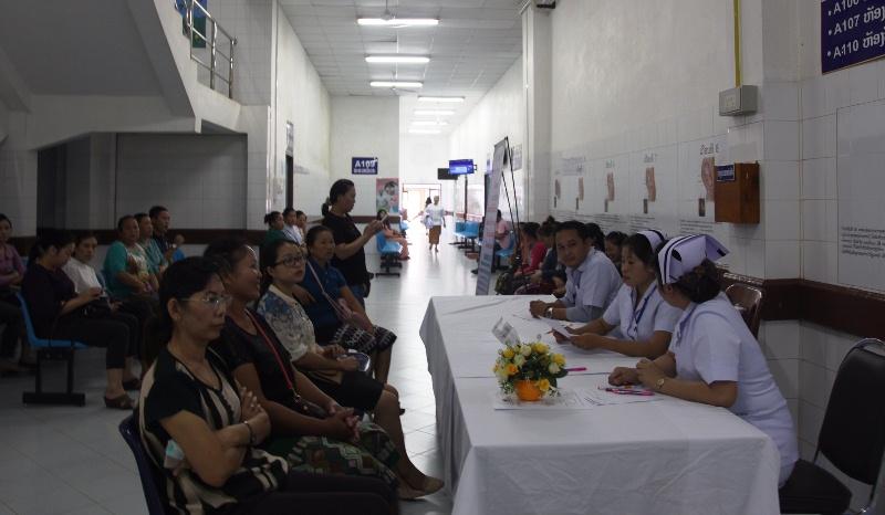Bác sĩ Việt Nam khám, sàng lọc ung thư miễn phí tại Lào