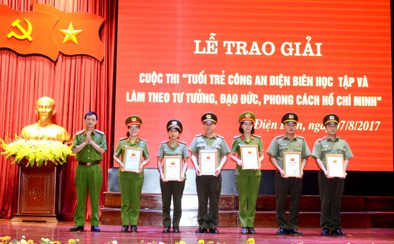 Công an tỉnh Điện Biên thực hiện 6 điều Bác Hồ dạy Công an nhân dân