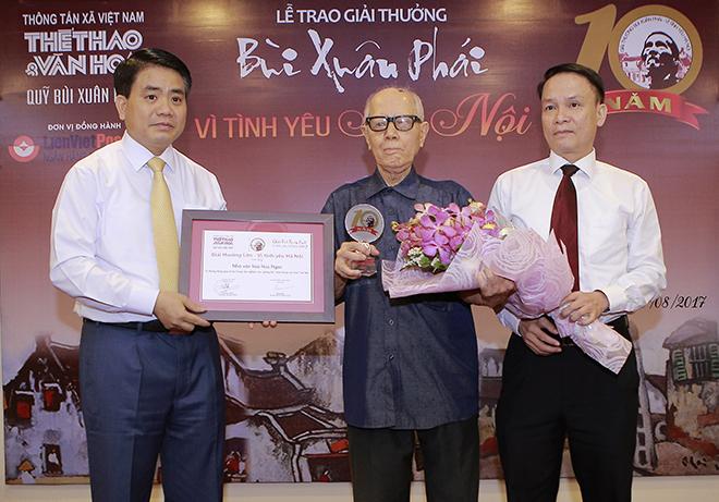 Nhà văn hóa Hữu Ngọc nhận Giải thưởng lớn - Vì Tình yêu Hà Nội lần thứ 10
