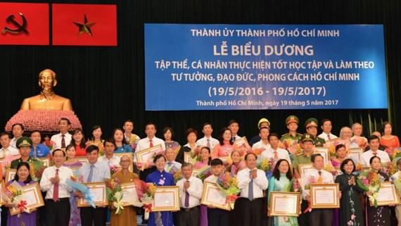 Gắn công tác xây dựng Đảng với học tập tư tưởng, đạo đức, phong cách Hồ Chí Minh