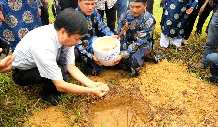 Thừa Thiên Huế: Tiếp nhận đất thiêng từ Trường Sa vào Đàn Xã Tắc