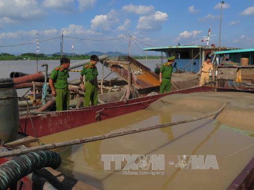 Ngăn chặn hành vi khai thác cát trái phép trên các tuyến sông