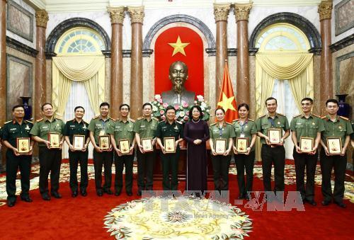 Phó Chủ tịch nước tiếp Đoàn đại biểu đoàn viên công đoàn Công an nhân dân, Quân đội nhân dân tiêu biểu