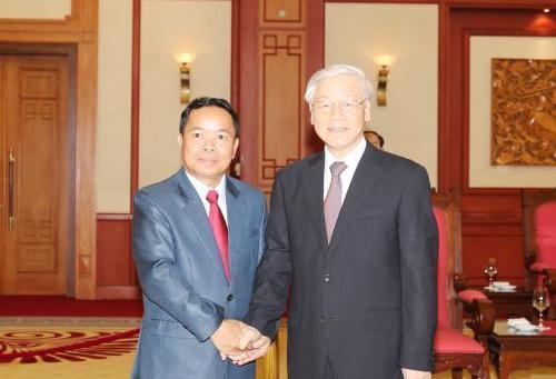 Tổng Bí thư Nguyễn Phú Trọng tiếp Chánh Văn phòng Trung ương Đảng Nhân dân Cách mạng Lào