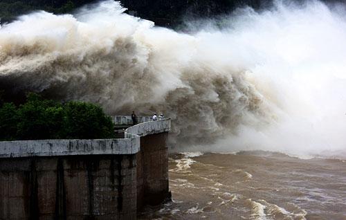 Kiến nghị mở thêm 2 cửa xả đáy hồ thuỷ điện Hoà Bình và Sơn La