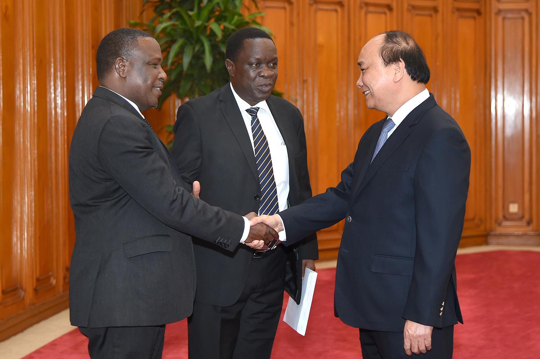 Thủ tướng Nguyễn Xuân Phúc tiếp đoàn liên Bộ trưởng Cộng hòa Thống nhất Tanzania