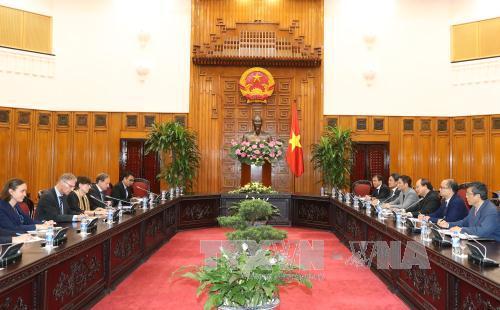 Thủ tướng Nguyễn Xuân Phúc trao đổi về xúc tiến đầu tư với một số nhà ngoại giao châu Âu