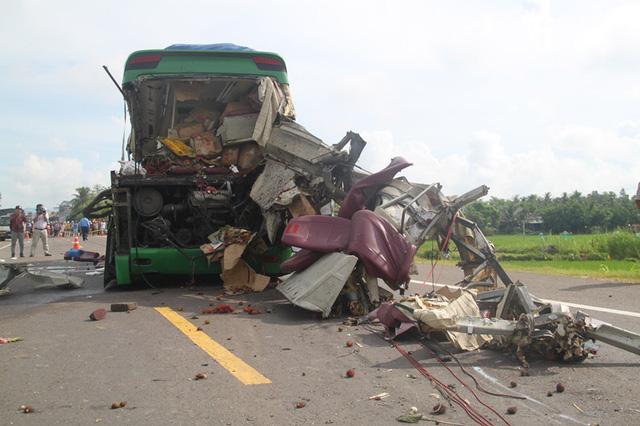 Phó Thủ tướng Thường trực Trương Hòa Bình chỉ đạo khắc phục hậu quả vụ tai nạn ở Bình Định